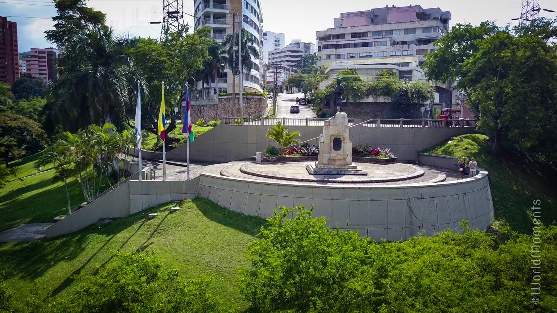 Que hacer en Cali - Estatua Sebastián de Belalcazar: Mirador rodeado de vegetación donde posa la estatua del fundador de Cali.