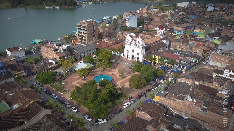guatape parque principal drone view