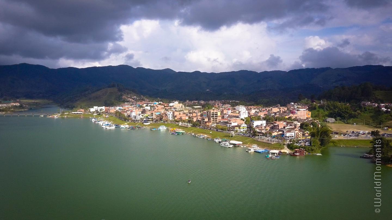 guatape pueblo panorama drone