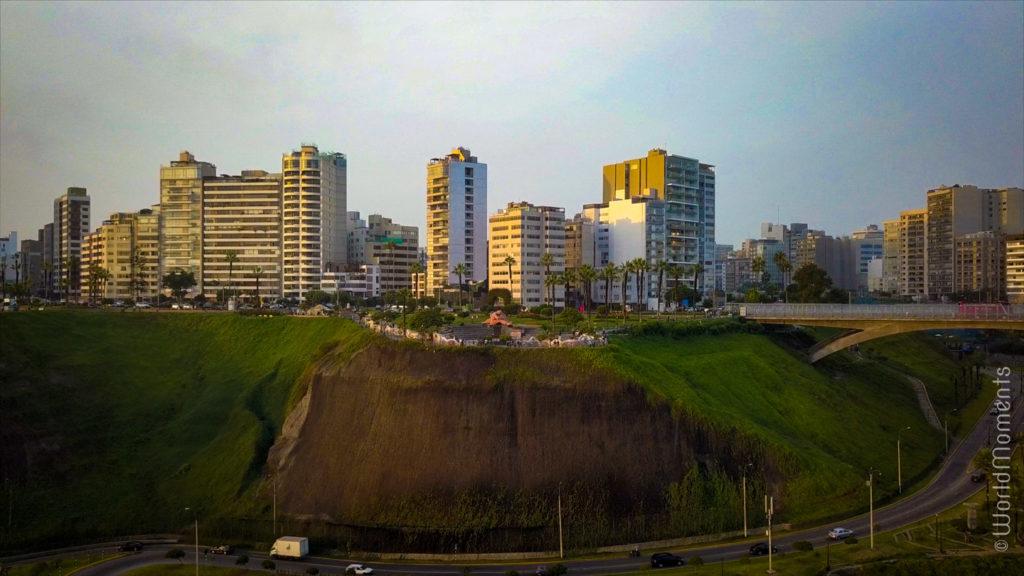 lima parque del amor statue drone view