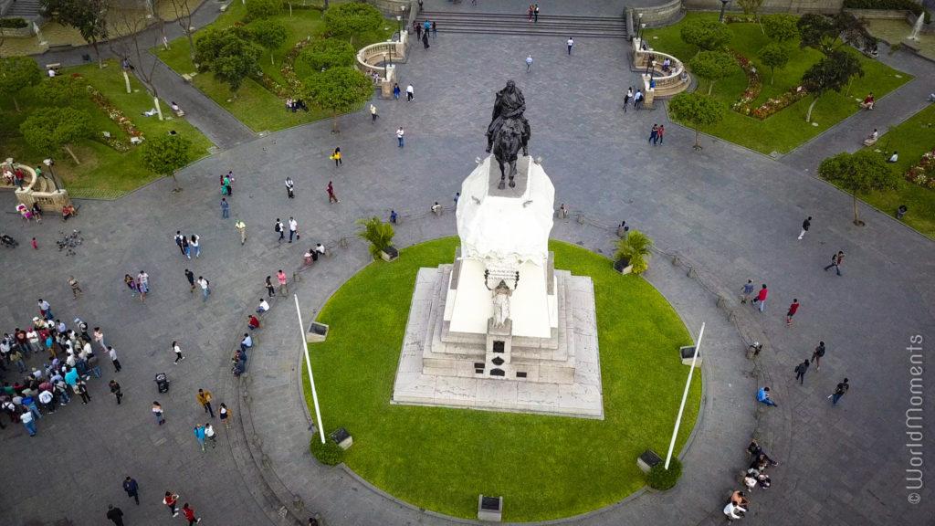 lima plaza san martin statue