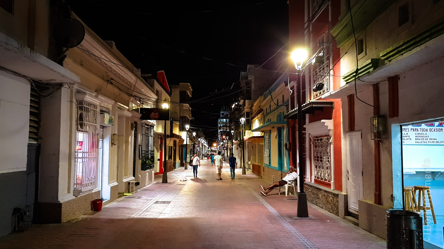 19th Street in Santa Marta, night view