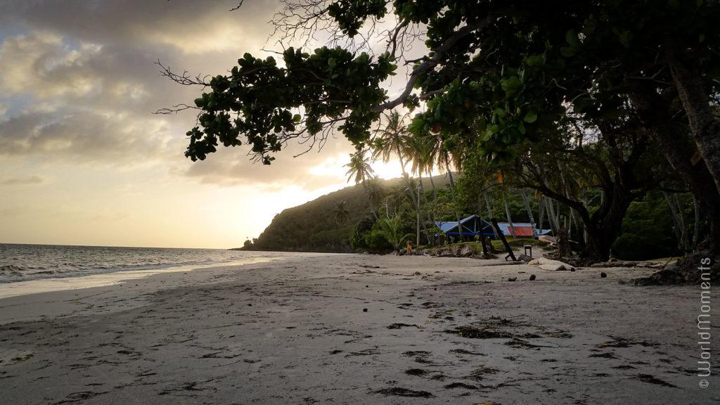 playa manzanillo al atardecer vista desde la playa