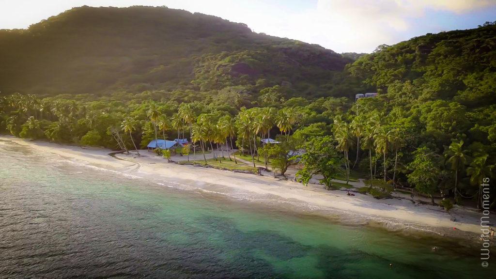 Playa Manzanillo panoramica con dron