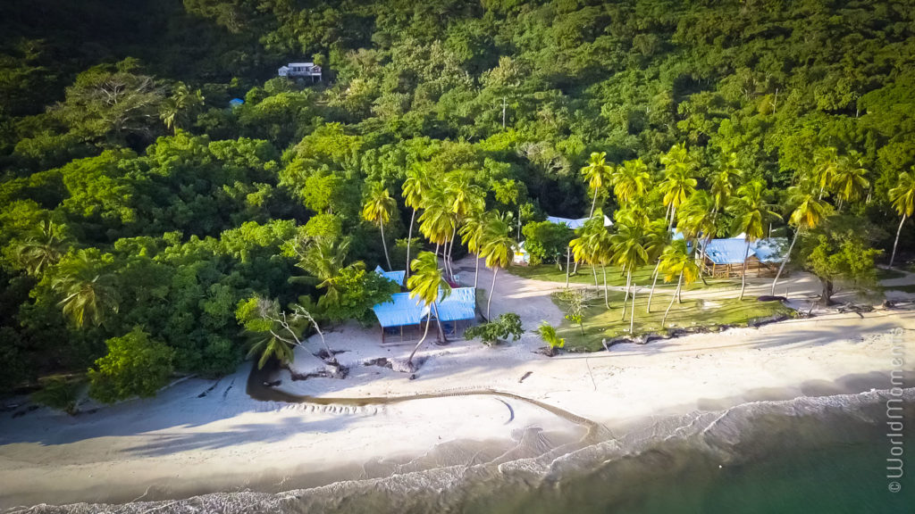 playa manzanillo vista desde arriba con dron