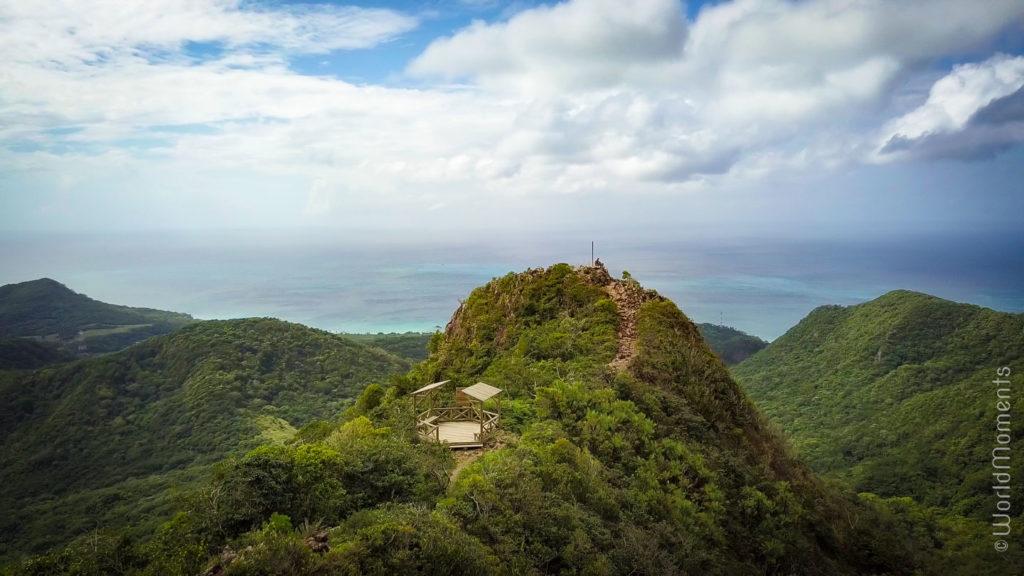 pico de isla providencia vista desde el dron