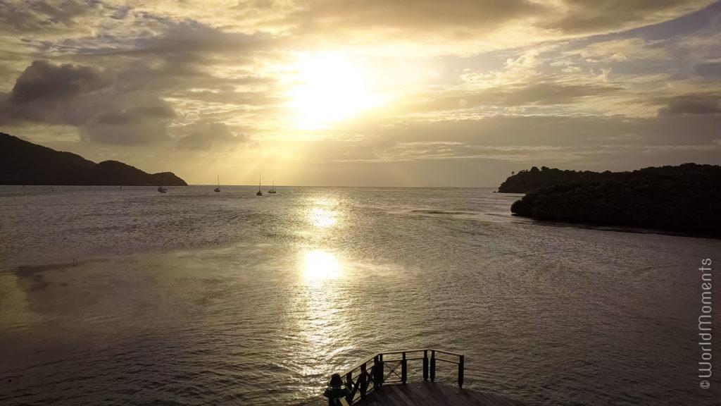 atardecer en isla providencia desde el puente de los enamorados