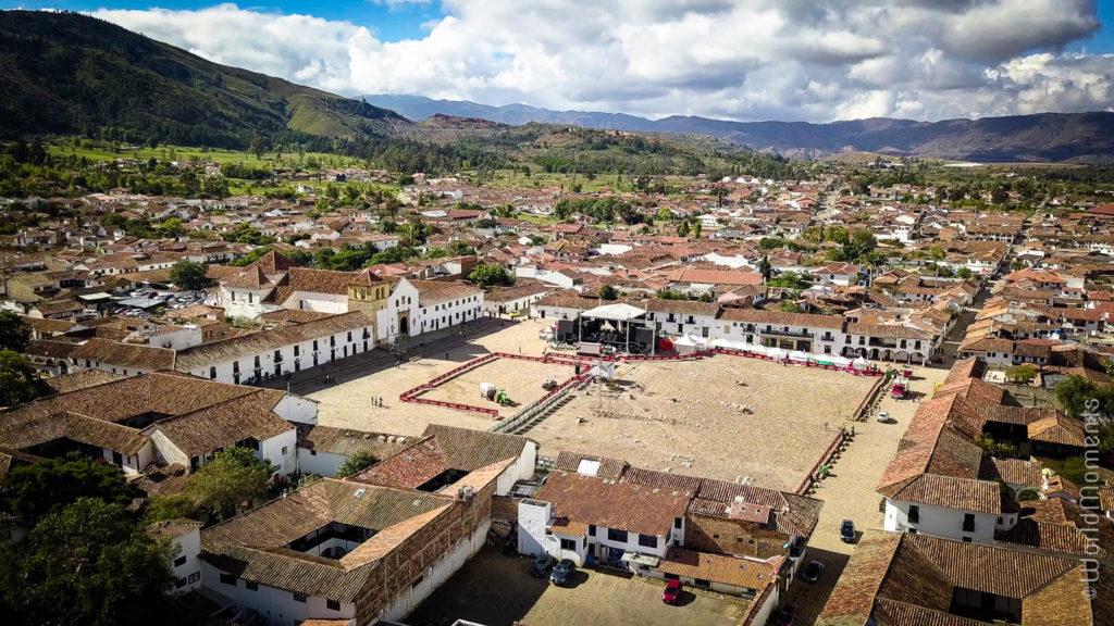 Plaza Mayor en Villa de Leyva toma con dron