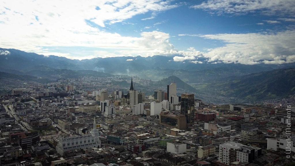 vista de Manizales con las montañas