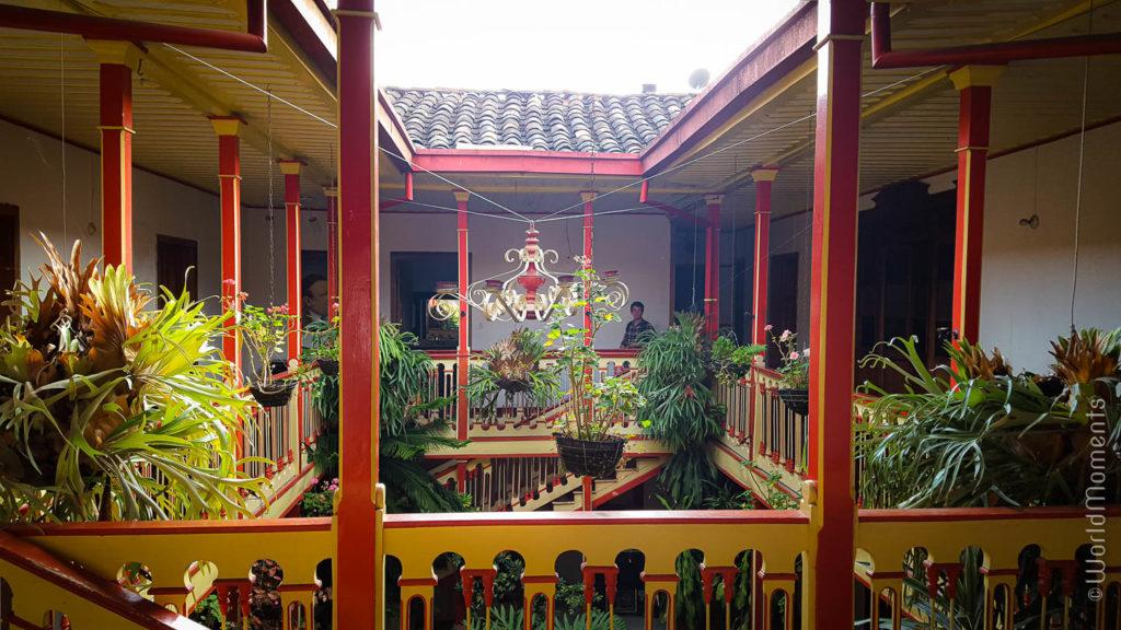interior de casa macanata cafe en Salamina Caldas