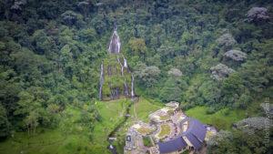 vista aerea termales Santa Rosa de Cabal con cascada