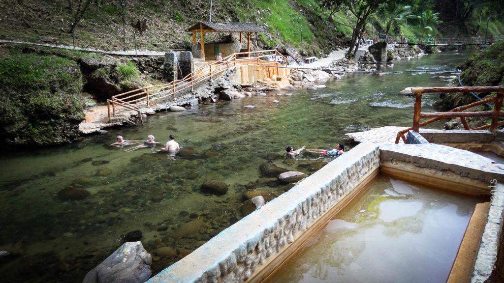 pueblo nuevo caldas gente en el rio termales espiritu santo